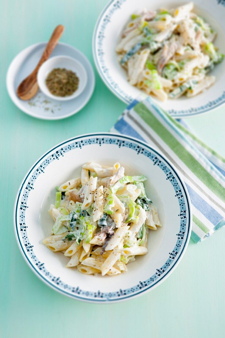 Creamy leek pasta with mackerel
