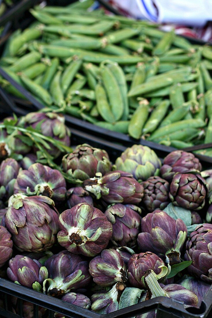 Carciofini (mini artichokes) and mange tout at a market
