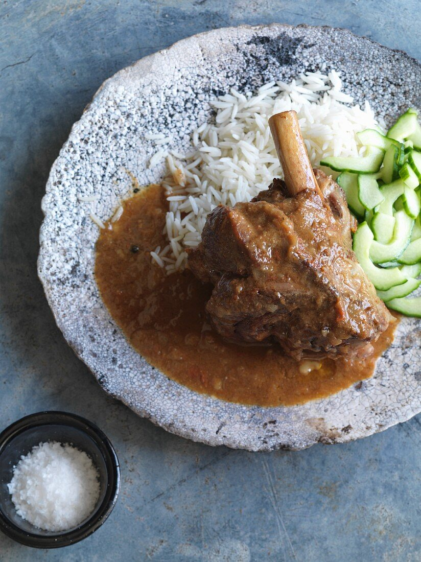 Lamb shank curry with rice and cucumber (India)