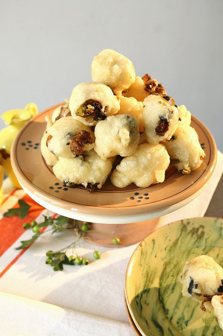 Zeppole fritte salate (deep-fried pastries, Italy)
