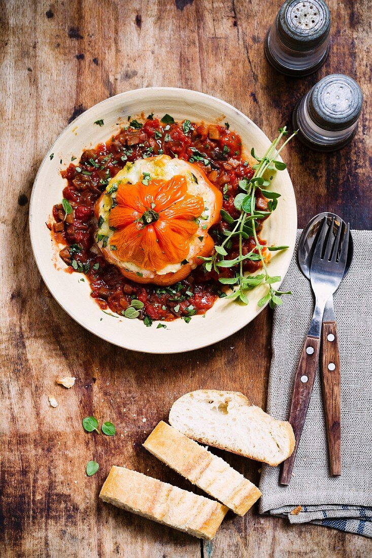 Stuffed beefsteak tomato with vegetarian bolognese
