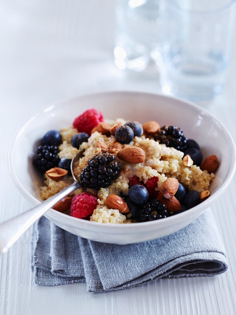 Quinoa berry pudding with almonds