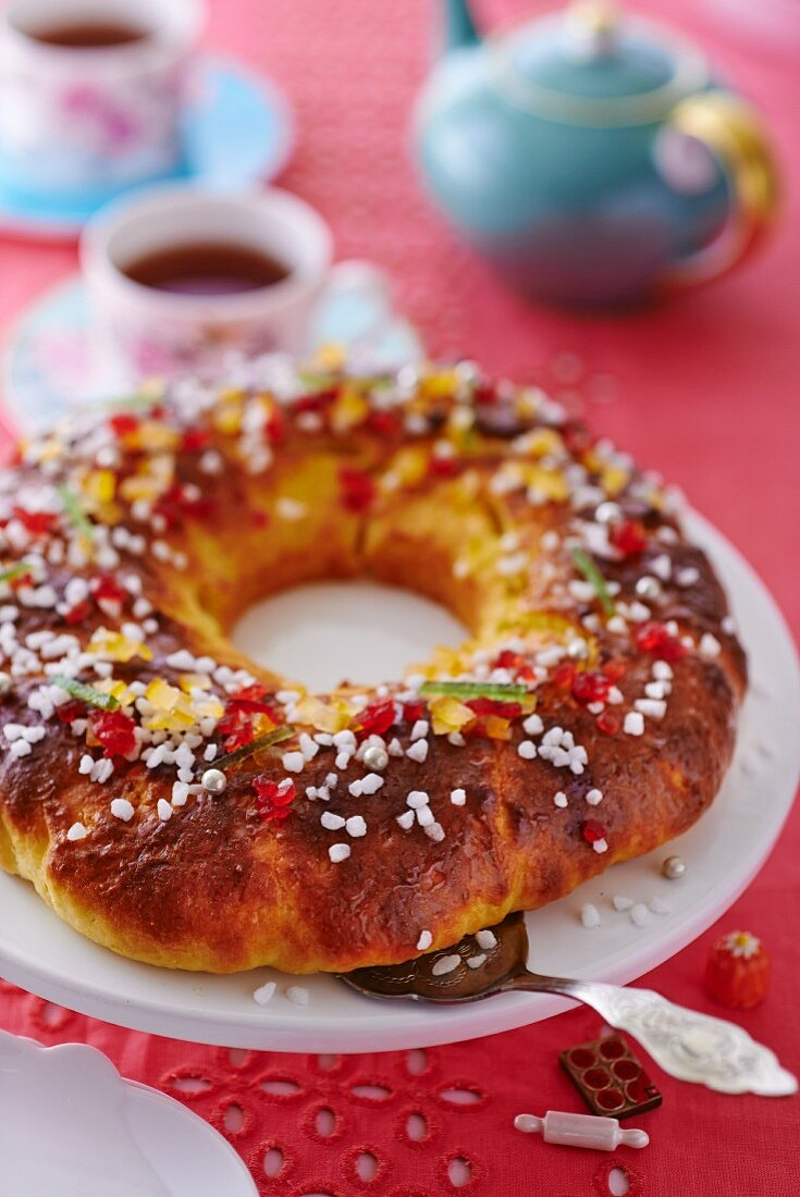 Couronne bordelaise with candid fruits and sugar nibs