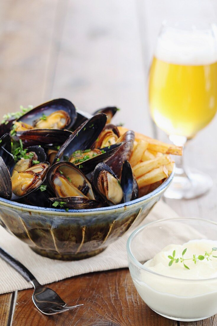 Mussels with chips and beer