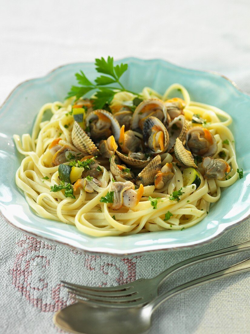 Tagliatelle with clams and parsley