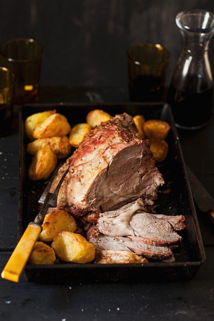 Deboned, oven-roasted leg of lamb with potatoes