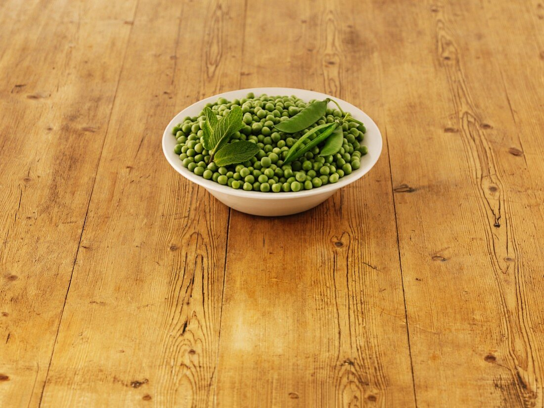 Ingredients for pea and mint soup