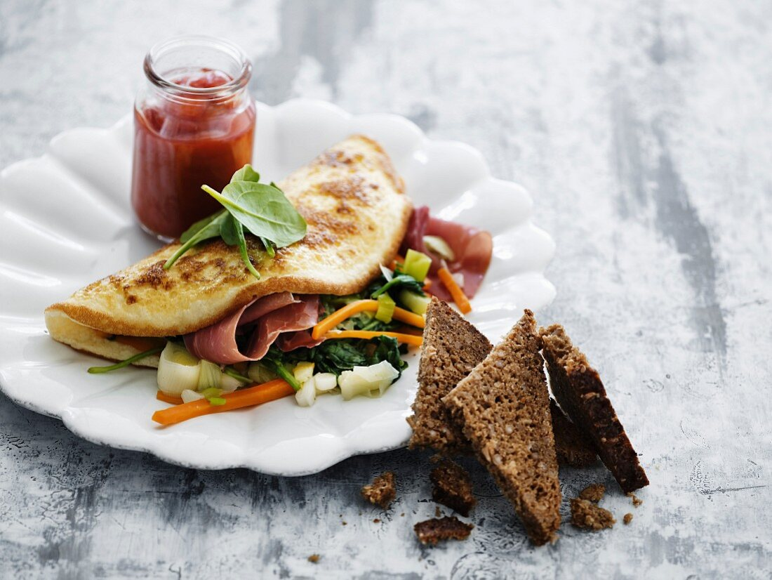 Omelette with vegetables and dried ham