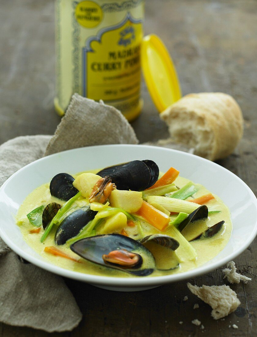 Mussels with vegetables in a curry sauce