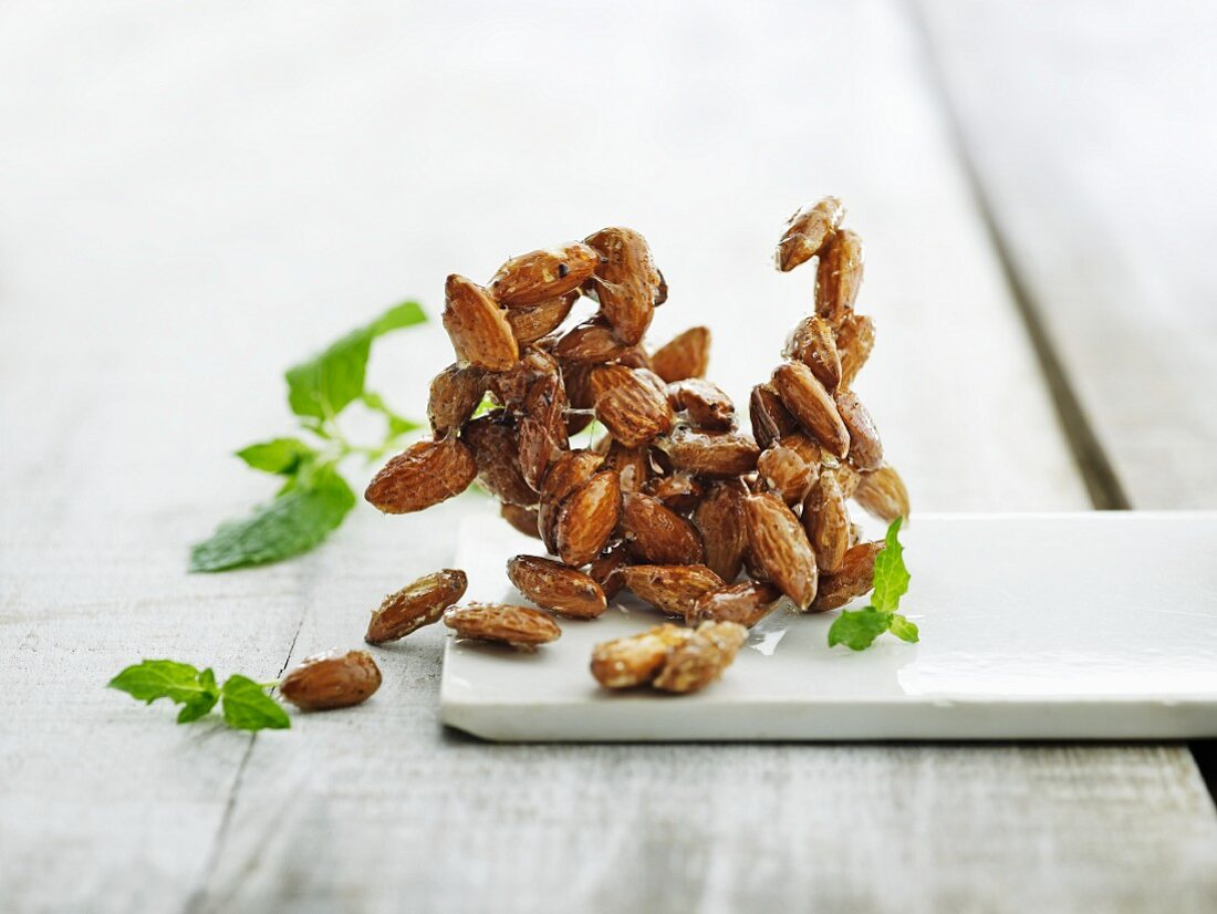 Almond brittle and mint leaves