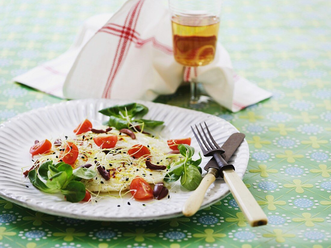 Plaice fillet with bean sprouts, tomatoes and olives