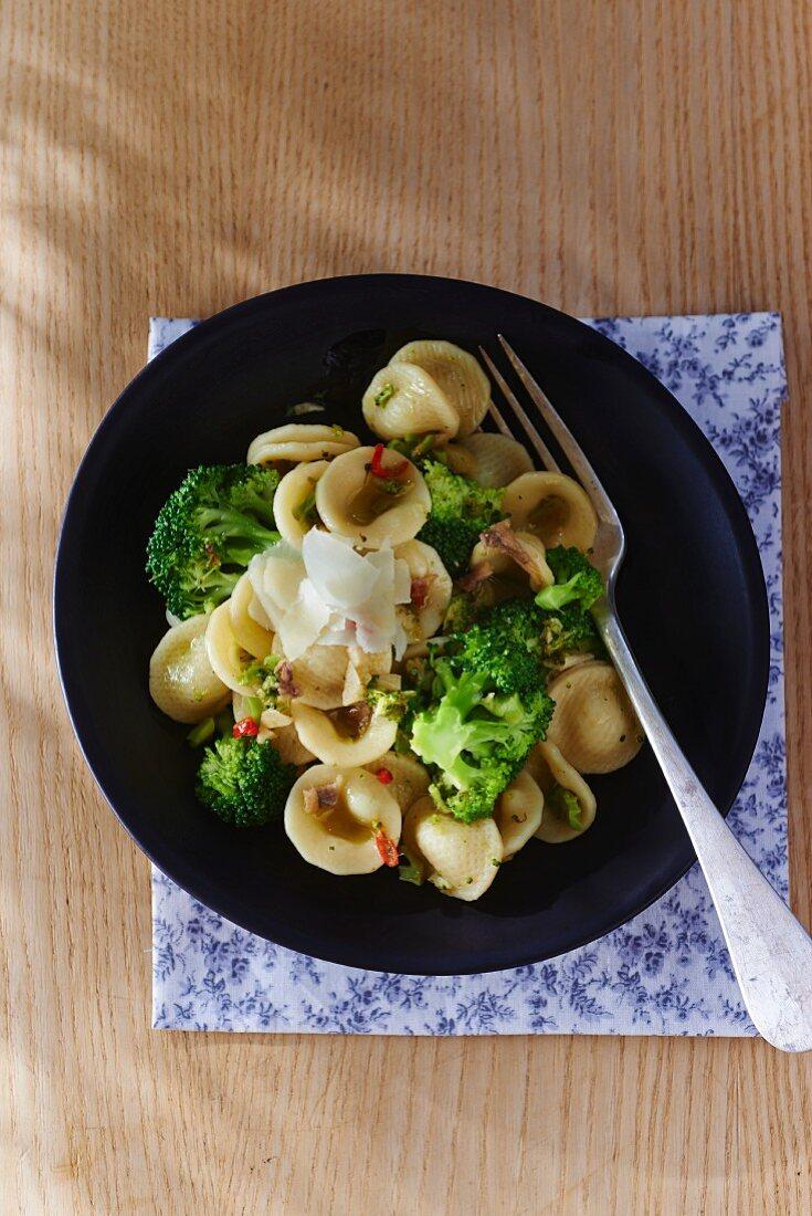 Orecchiette con i broccoletti (orecchiette pasta with broccoli, Italy)