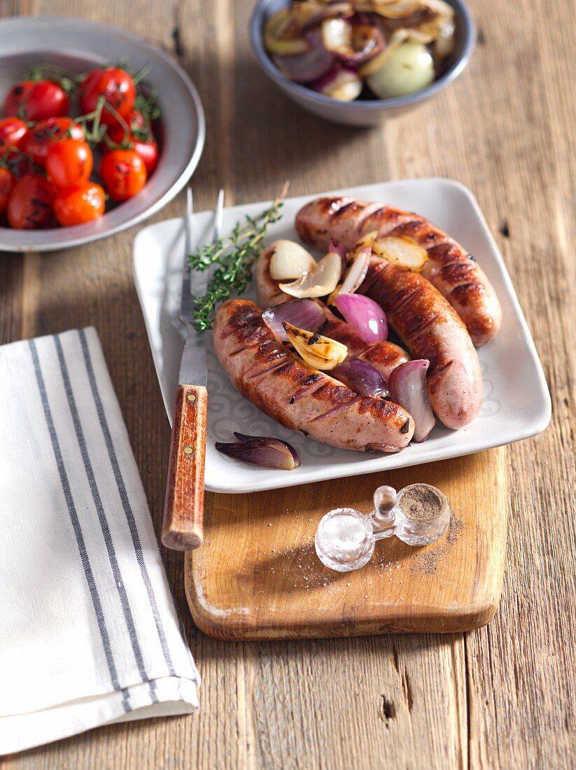 Gegrillte Weisswurst mit Zwiebeln