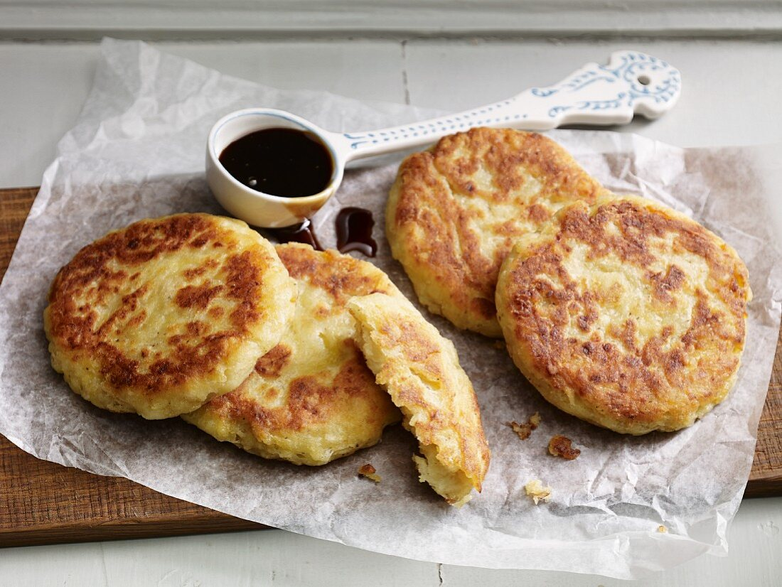 Potato cakes with sugar beet syrup for an alkaline diet