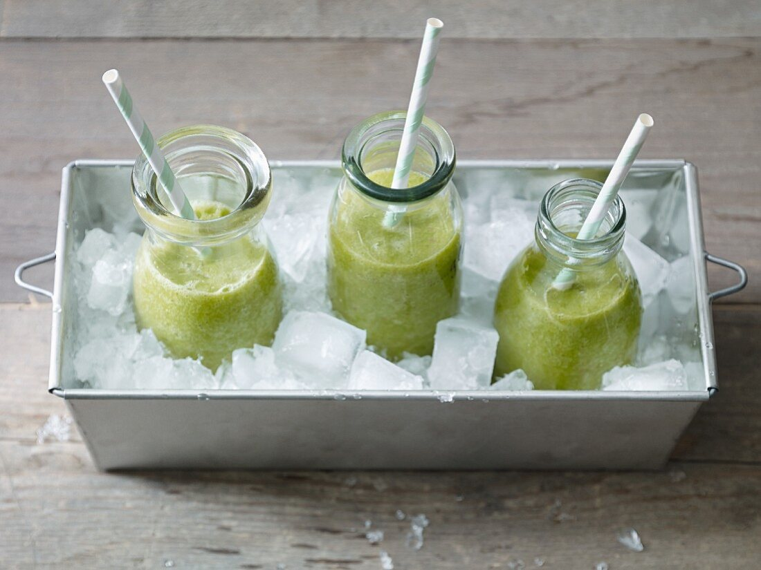 Green smoothies with rocket, banana, apple and orange juice
