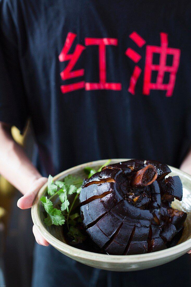 Knuckle of pork á la Su Dong Po (poet)