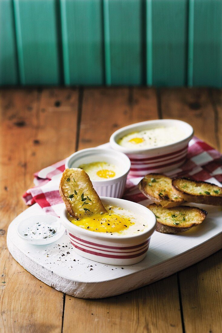 Oeufs cocotte with buttered toast