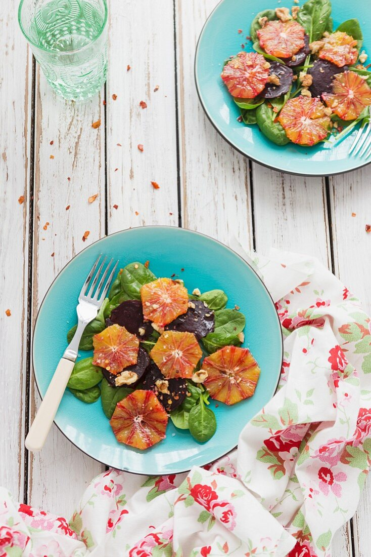 Beetroot salad with blood oranges (seen from above)