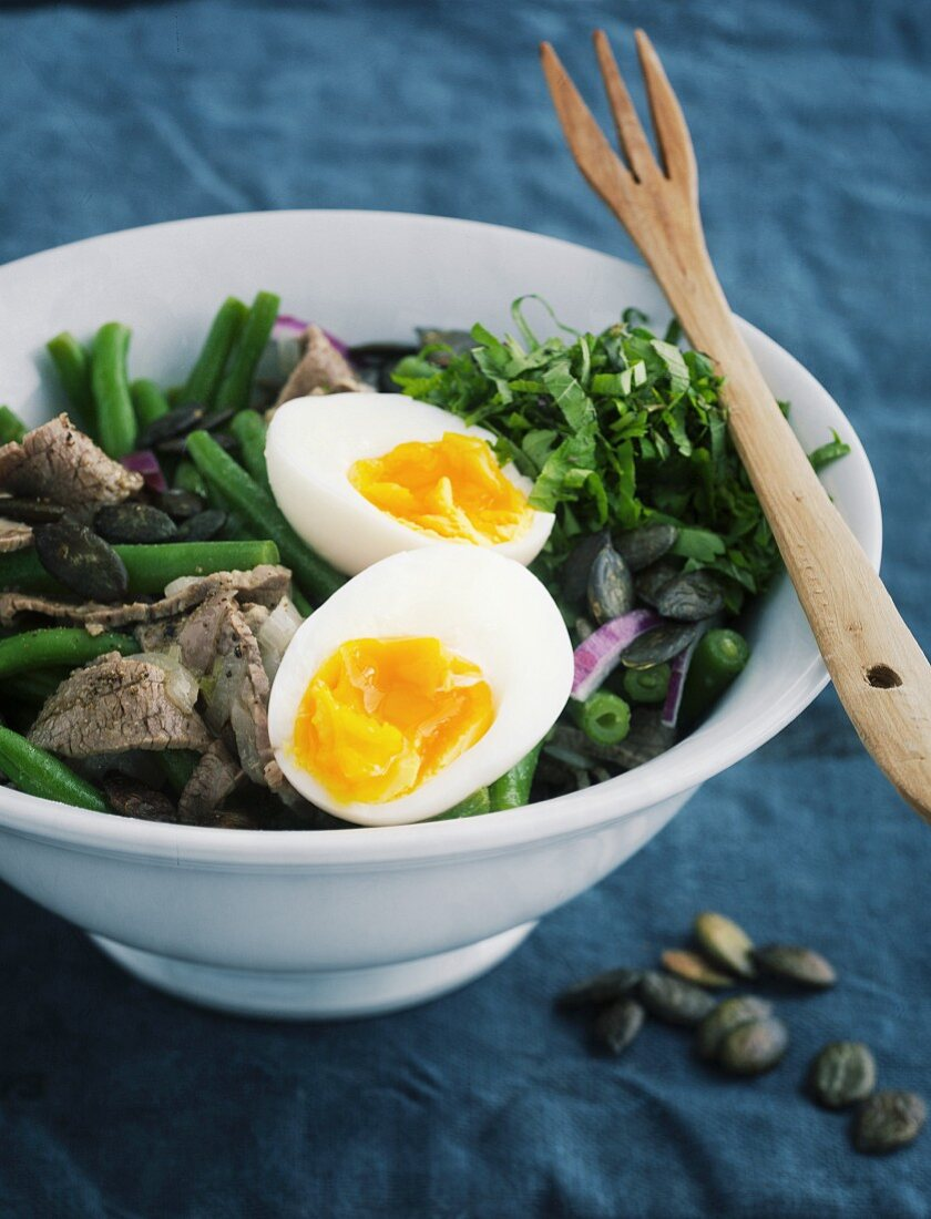Bean salad with beef and a hard-boiled egg
