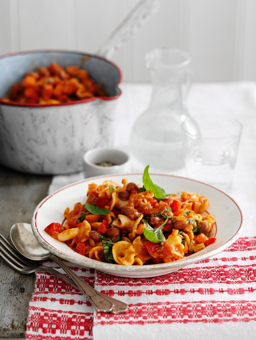 Pasta stew with beans and vegetables (Italy)