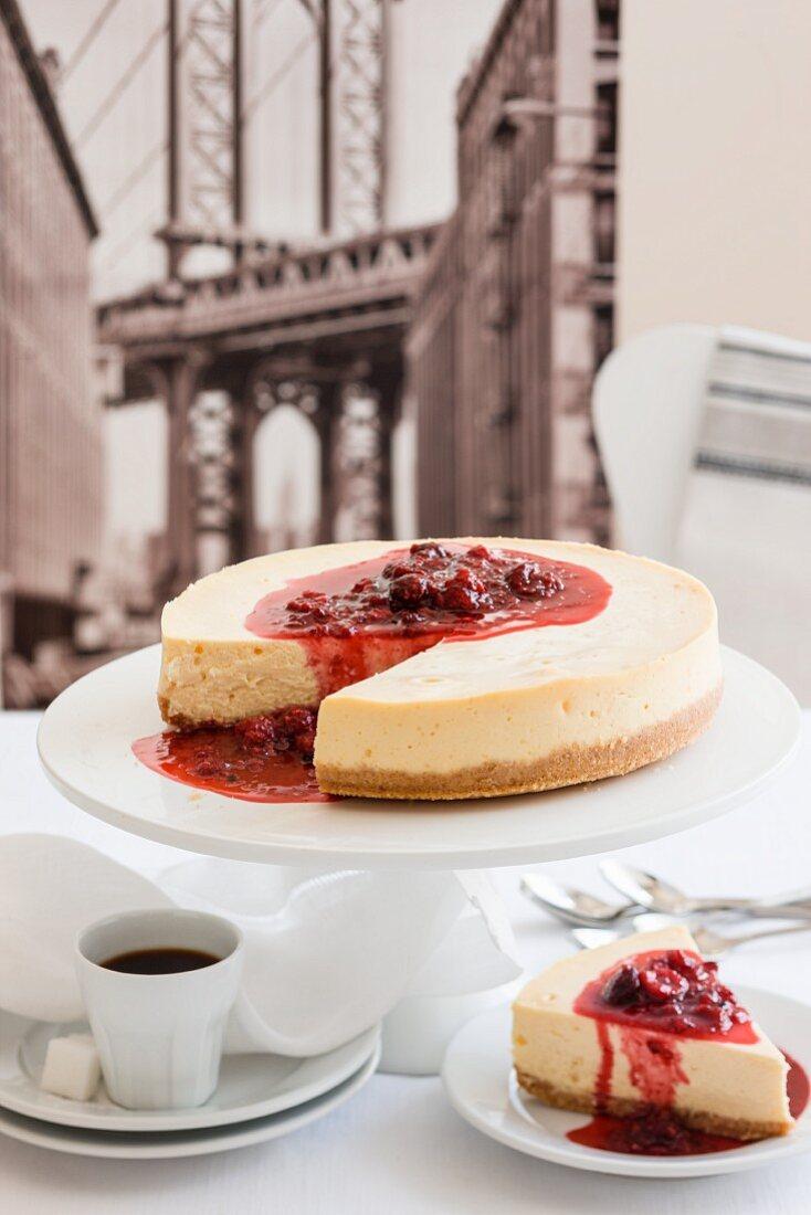 New York cheesecake and coffee (USA)