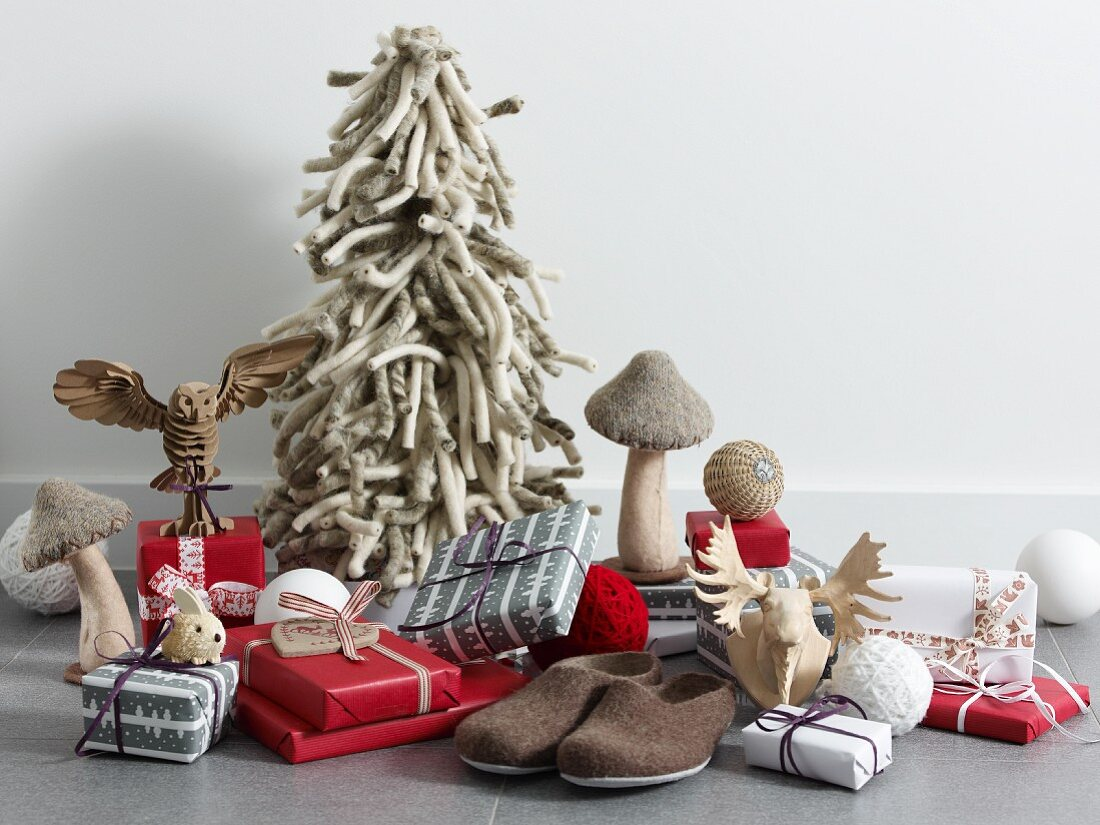 Presents, felt slippers and stylised Forest decorations: a wooden moose and a wooden owl, mushrooms and a Christmas tree made from thick wool