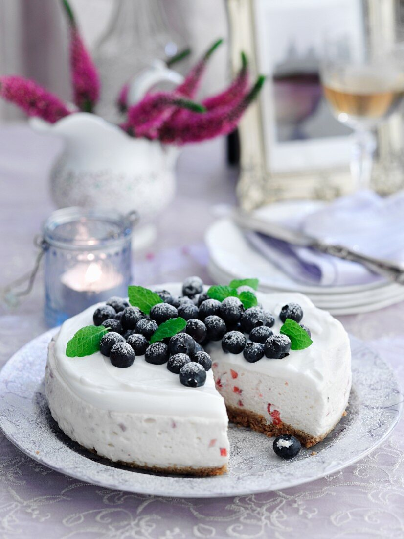 Cheesecake with summer berries, sliced
