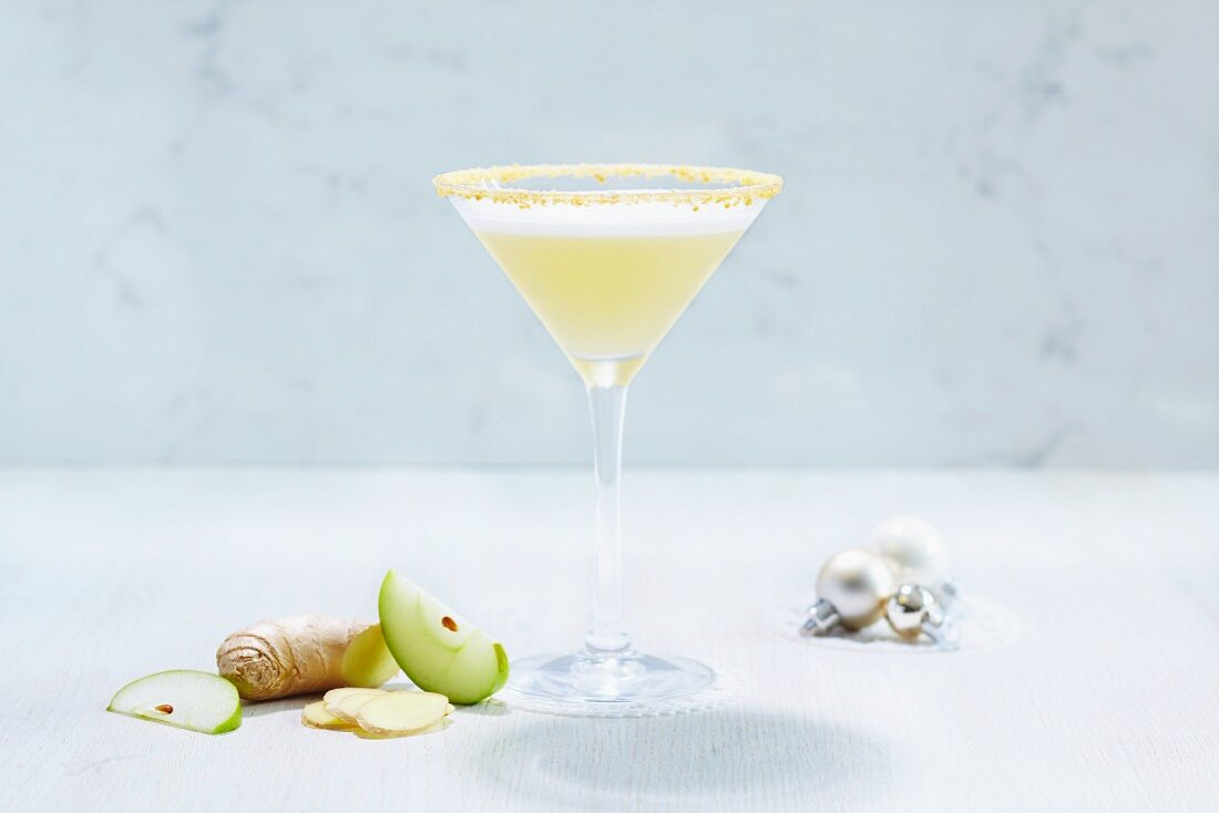 A Martini cocktail with ginger and apple (Christmas)