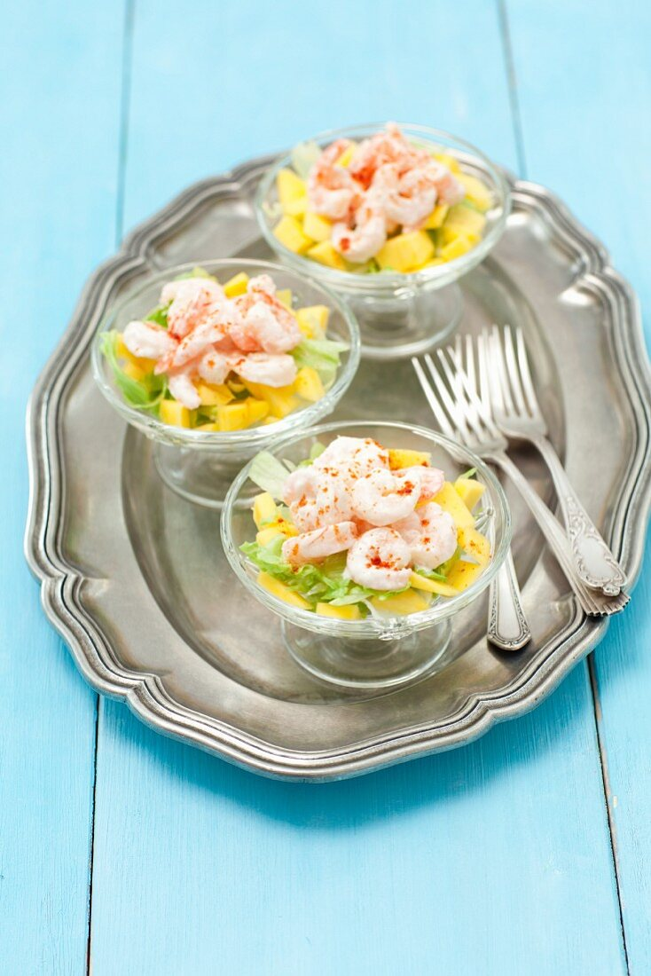 Prawn cocktail with mango and horseradish sauce