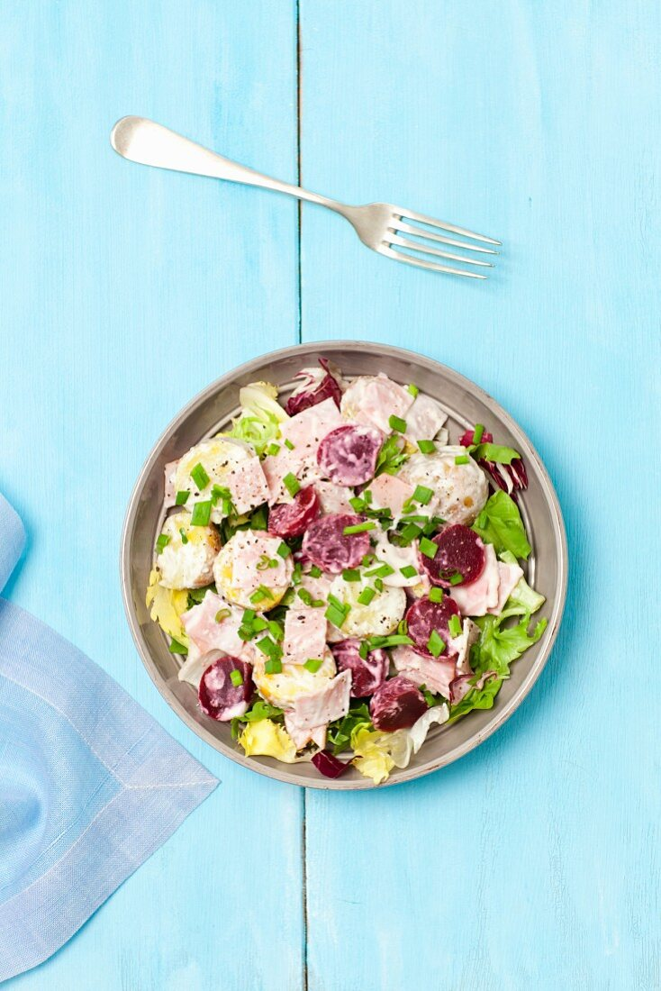 Beetroot salad with potatoes, ham and a creamy horseradish sauce