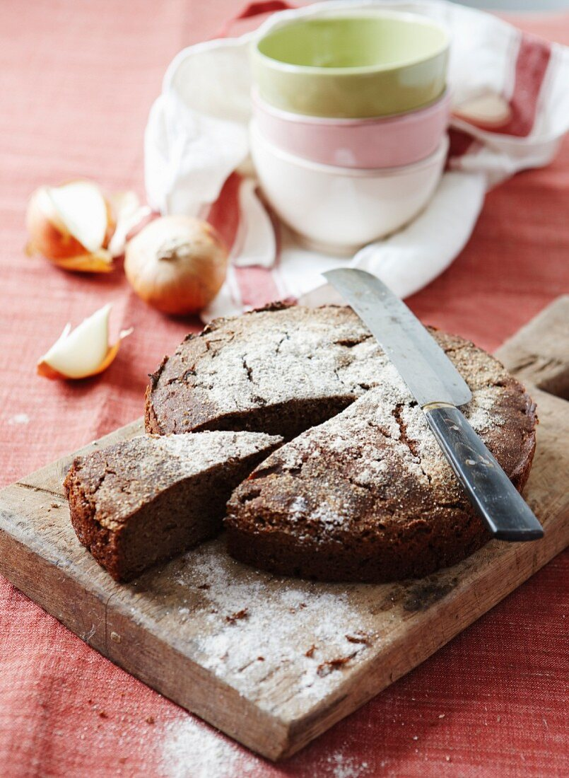 Wholemeal rye bread with malt baked in a springform tin