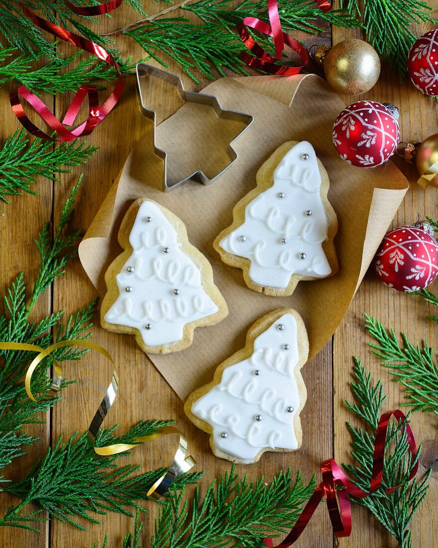 Christmas tree-shaped shortbread biscuits with icing