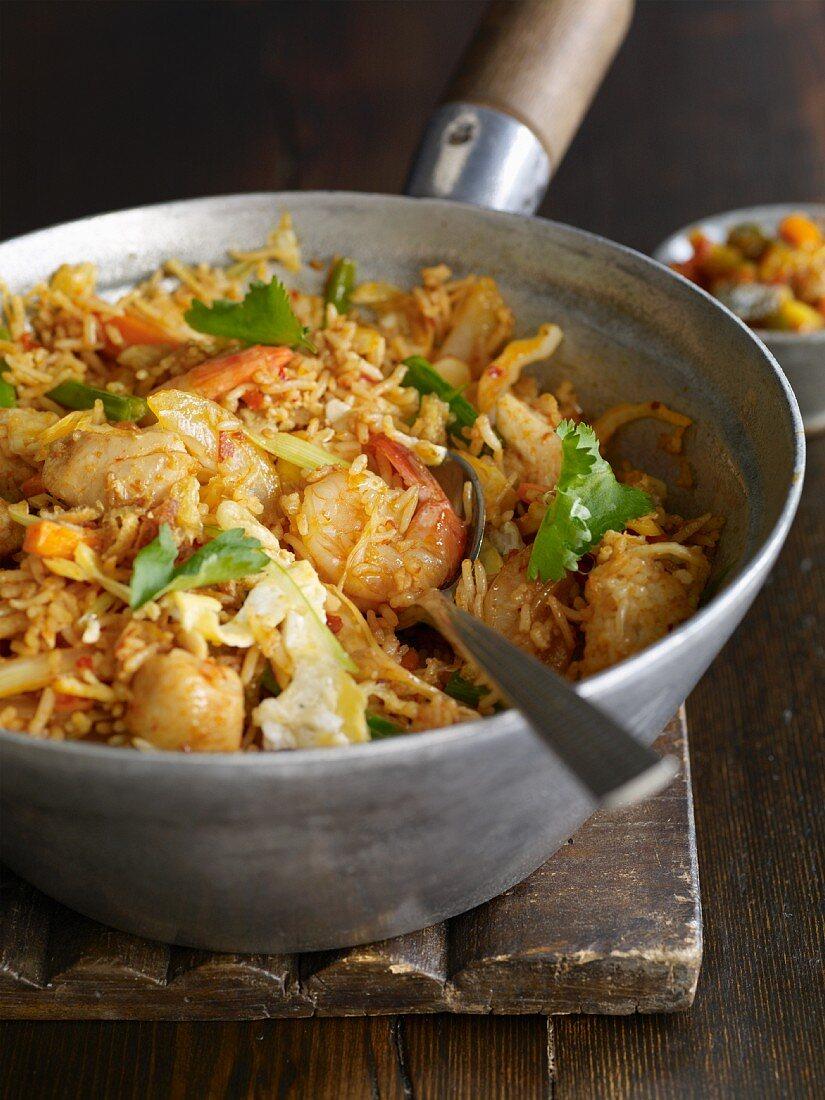Nasi Goreng (Traditionelles Reisgericht, Indonesien)