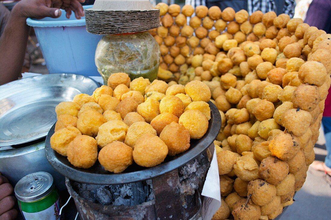 A fast food stand selling fresh batata vada (deep-fried potato cakes, India)
