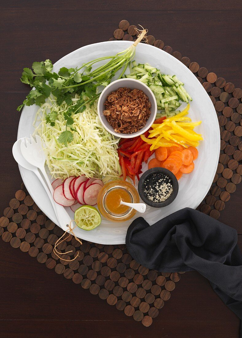 Raw vegetable salad with dressing (Asia)