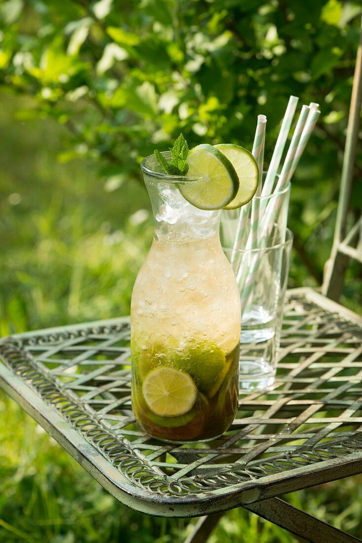 Caipirinha (drink with Chachaca and lime juice)