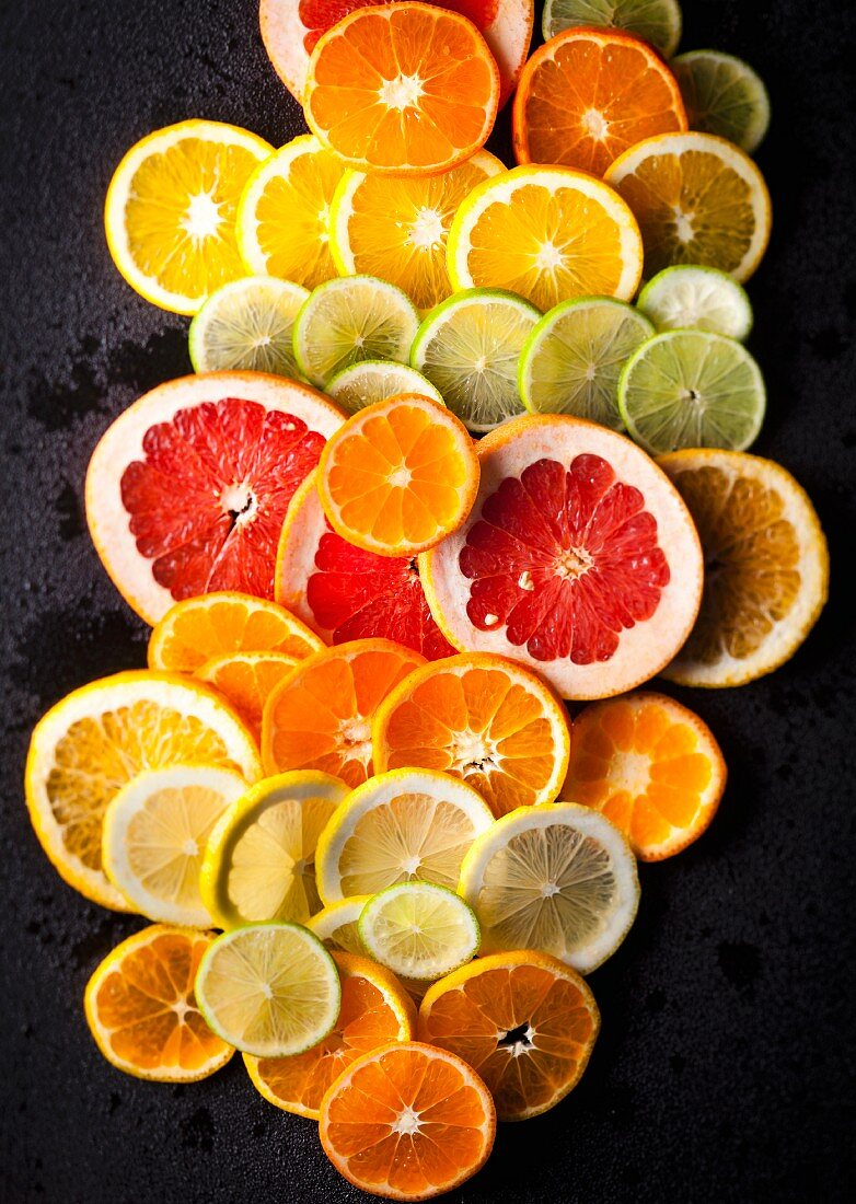 Various slices of citrus fruits (seen from above)