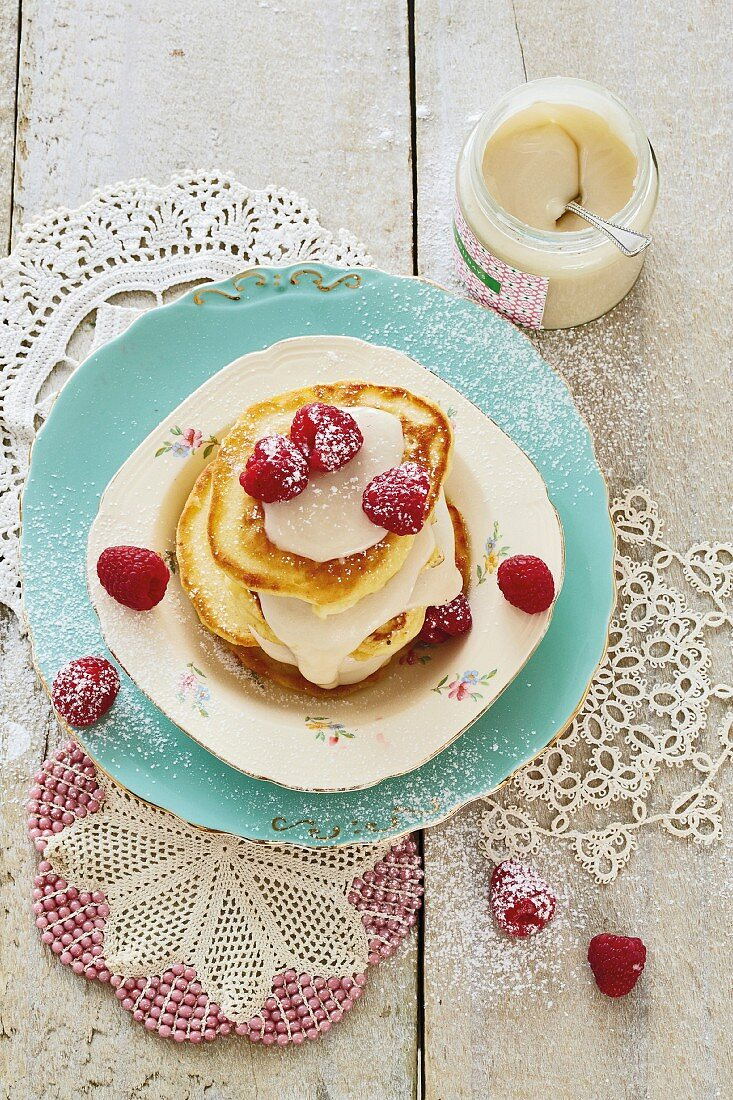 Raspberry crumpets with creamy honey