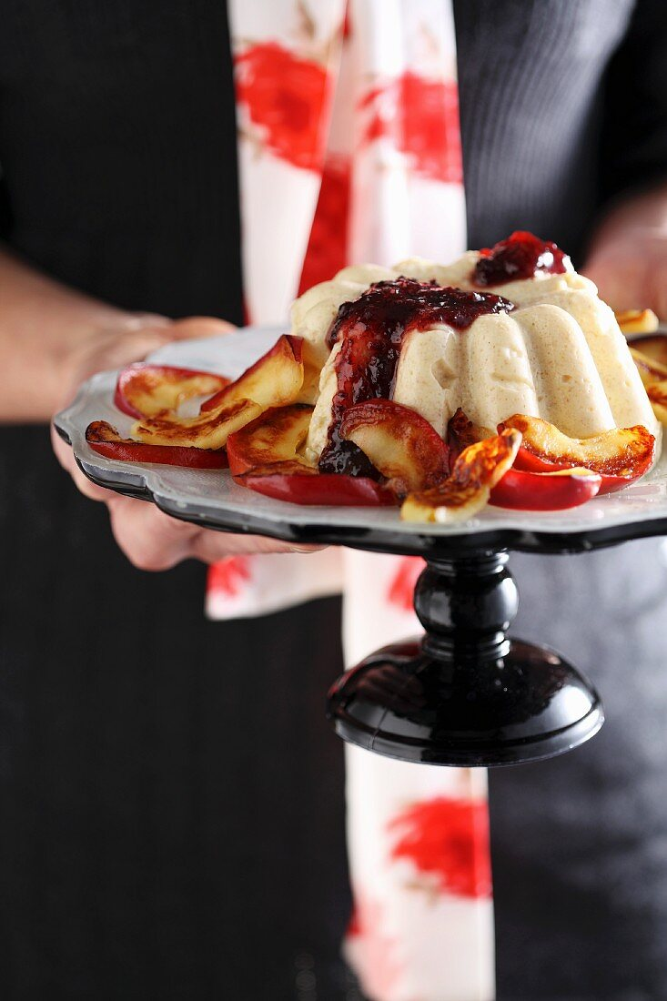 Semolina pudding with baked apples and fruit sauce