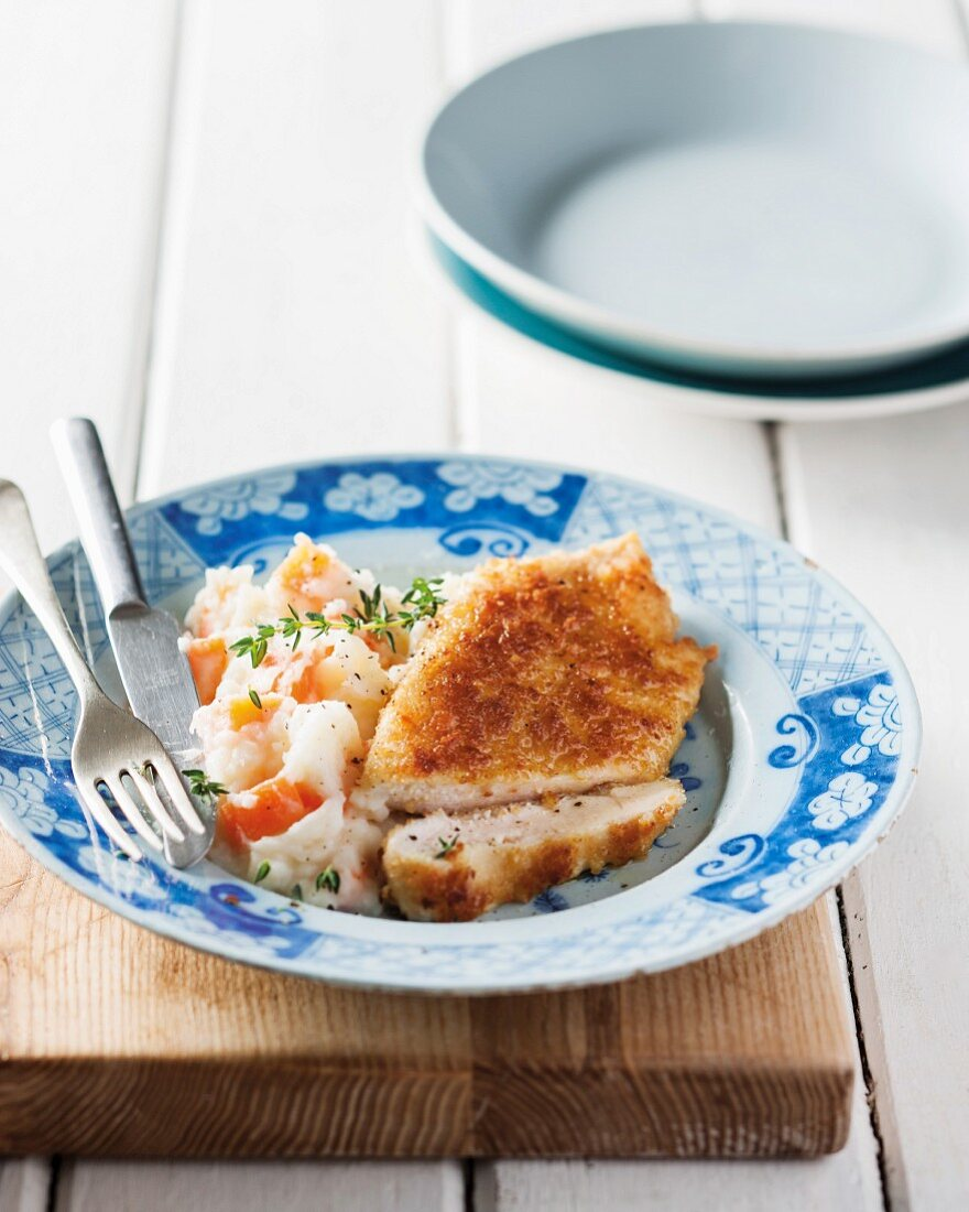 Chicken escalope with mashed potatoes and carrots
