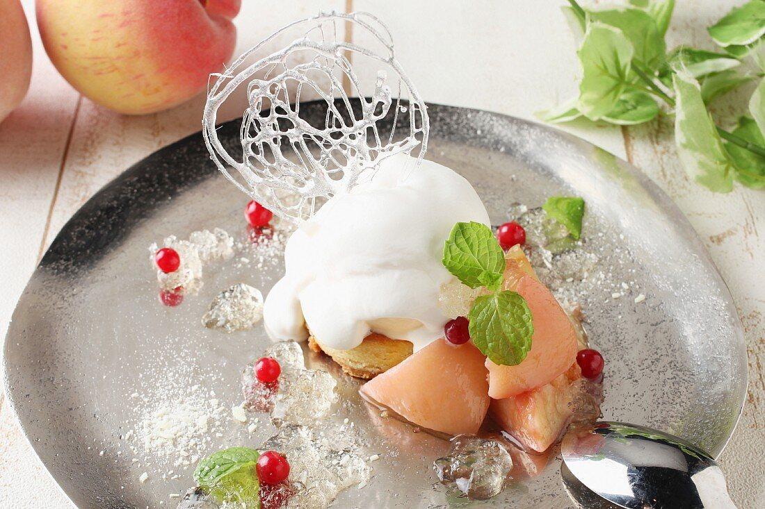 Peach parfait tart with cream