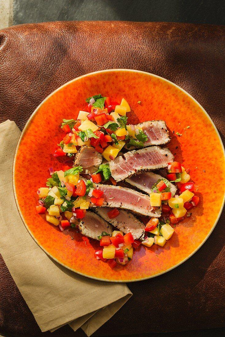 Flash-fried tuna fish with a fruity pepper salsa