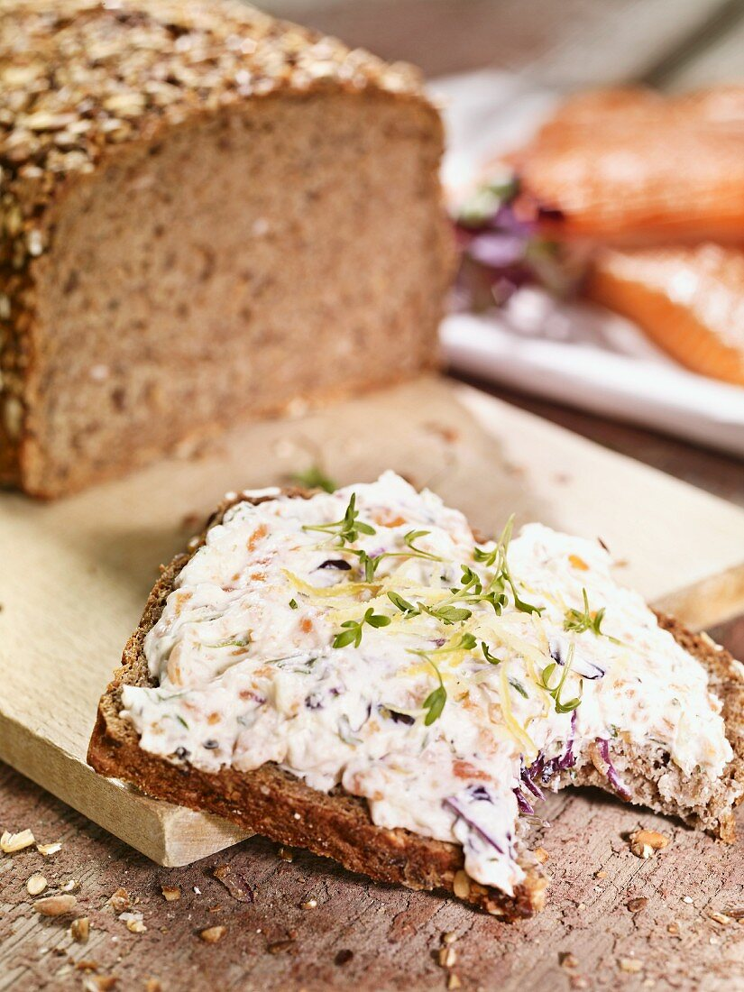 Wholemeal rye bread with a quark spread