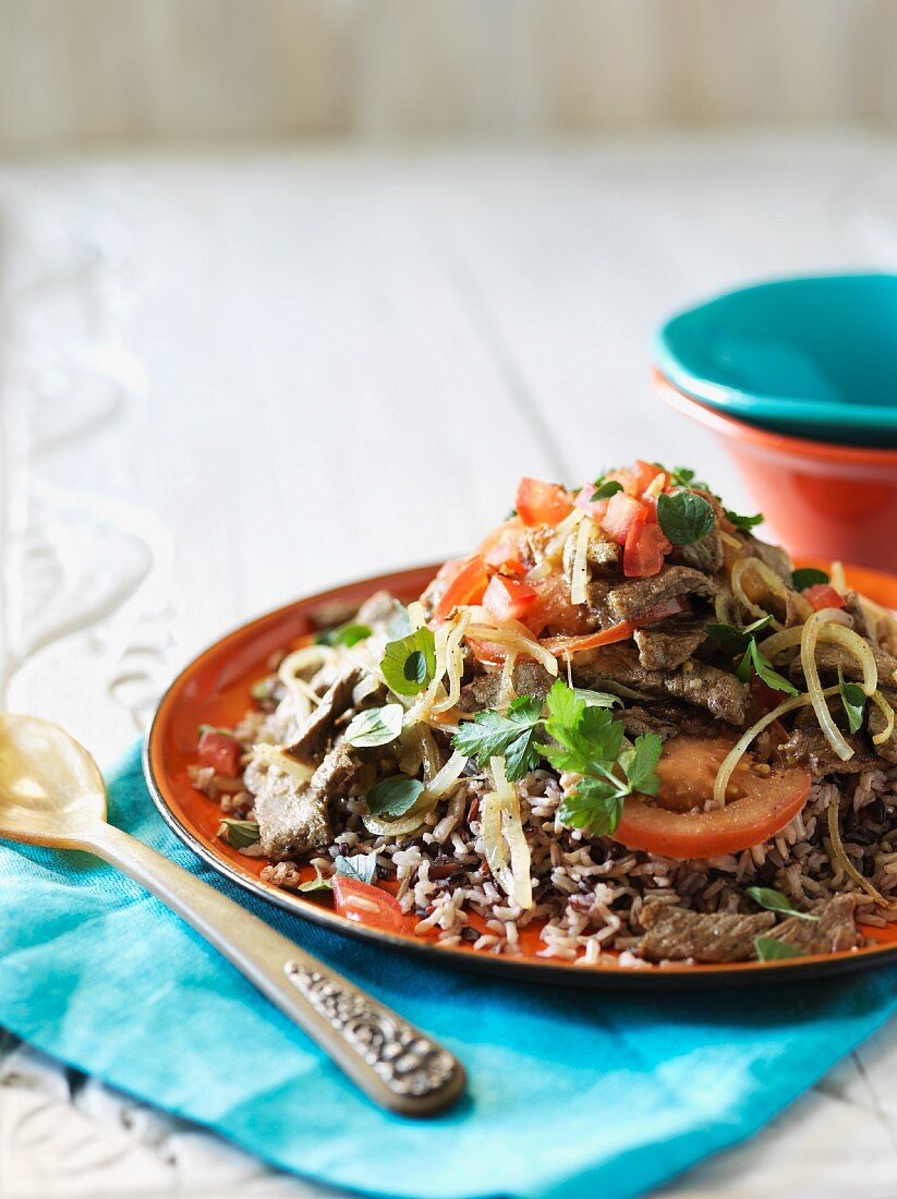 Beef steak strips with tomatoes and onions on rice (Columbia)