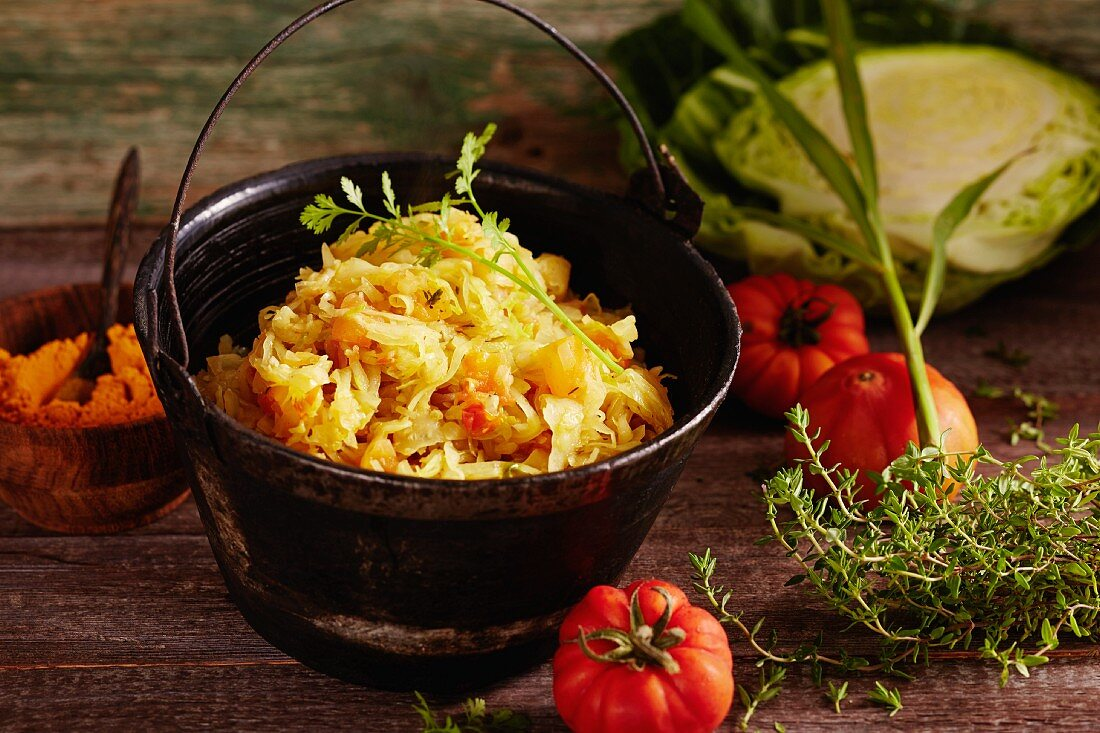 African white cabbage with curry and tomatoes