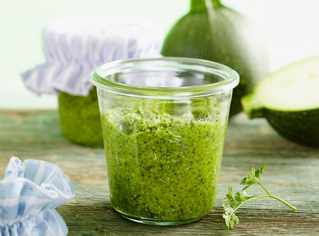 Courgette pesto with parsley and pumpkin seeds