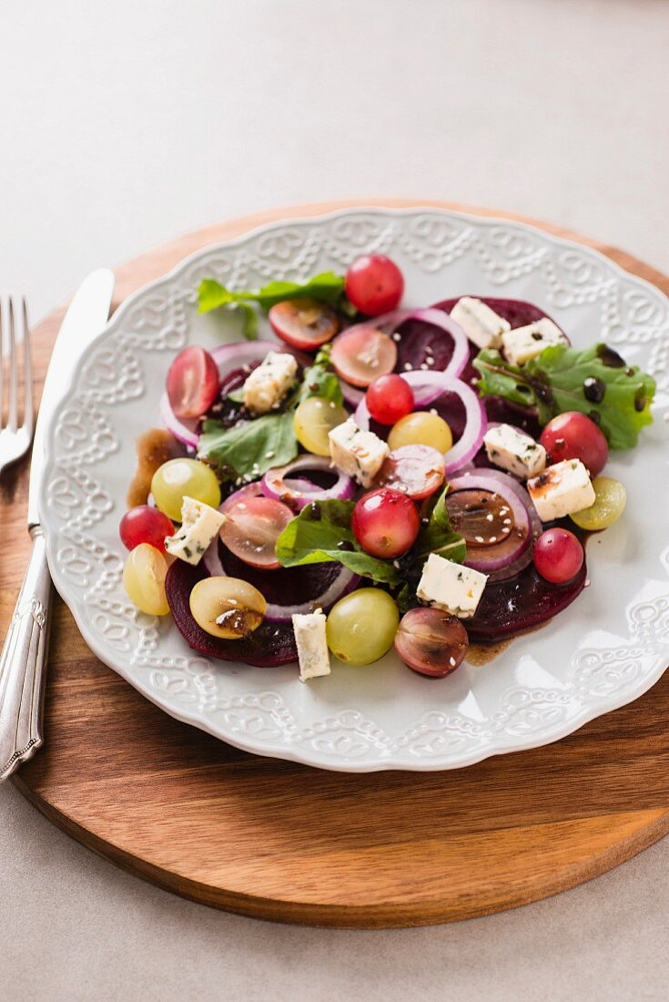 Grape salad with beetroot and goat's cheese