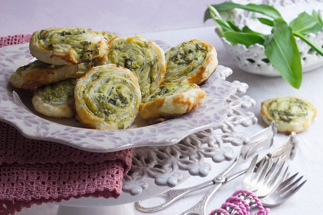 Puff pastry spirals with a spinach, wild garlic and basil pesto filling