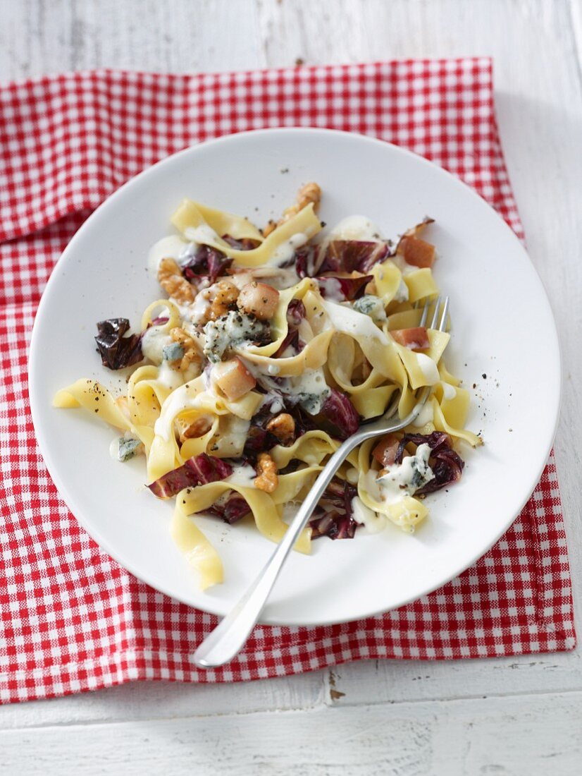 Pasta with gorgonzola sauce, pears, radicchio and walnuts
