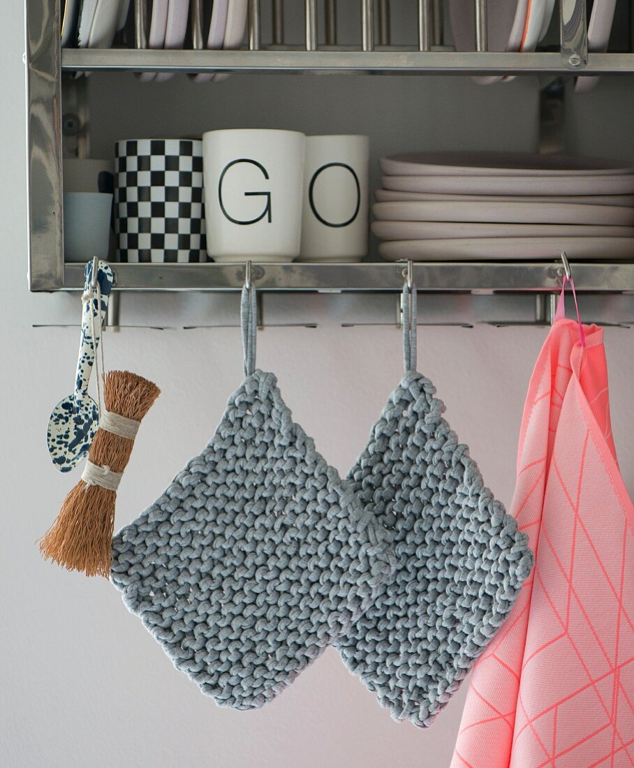 Knooked pot holders – knitting with a hook
